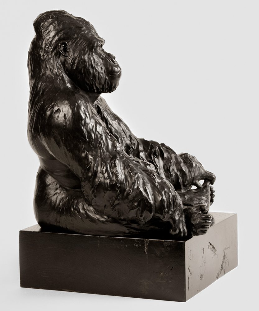 vicky-white-gorilla-sculpture-2.jpg