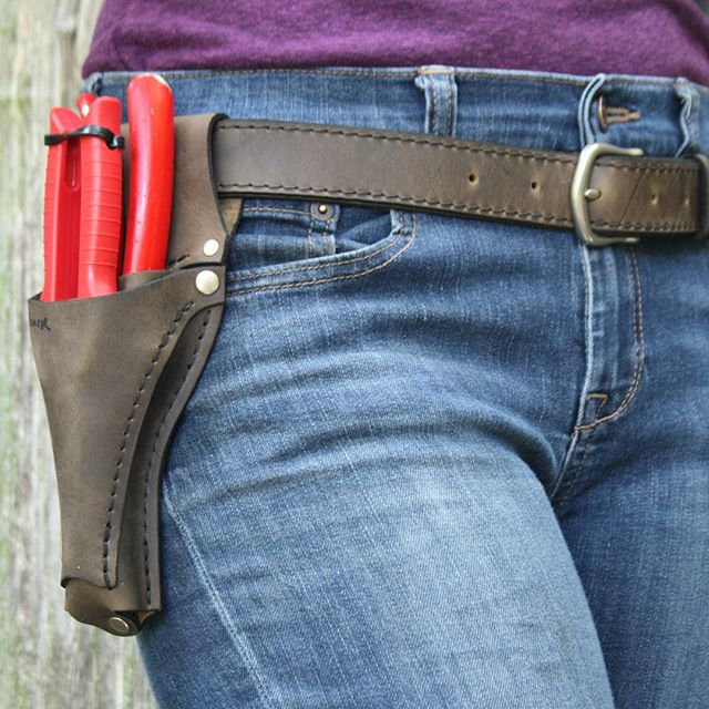 Here's a new combo for those of you who like to pack light. This simple Pruner Sheath + Scissor Pocket accessory paired with our Narrow Belt is one of several new Belt and Sheath options now available in the shop. #wheelermunroe  #farmerflorist #toolbelt #gardener