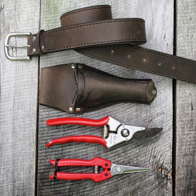 A second look at the Pruner Sheath + Scissor Pocket paired here with our Wide Belt in matte nickel hardware. #toolbelt #handmade #wheelermunroe