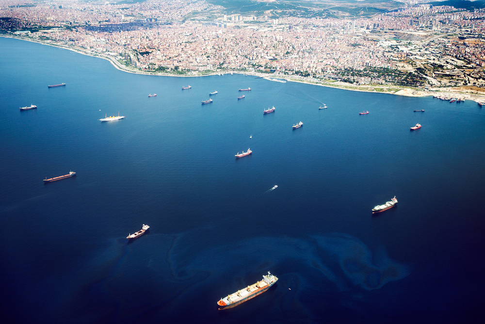 Landing in Sabiha Gökçen airport. Great view of the cargo ships leaving the harbor.