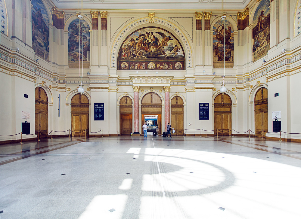 "Absolutely beautiful train station on the Pest side ""Budapest-Keleti"""