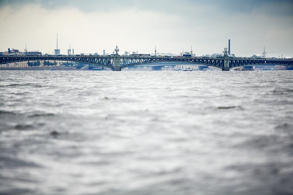 View of Troitskyi bridge from Vasilyevskiy Island
