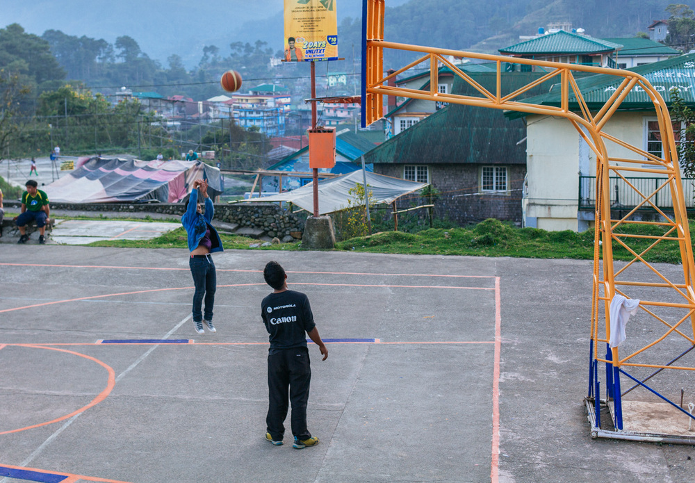 Kids play basketball in Sagada