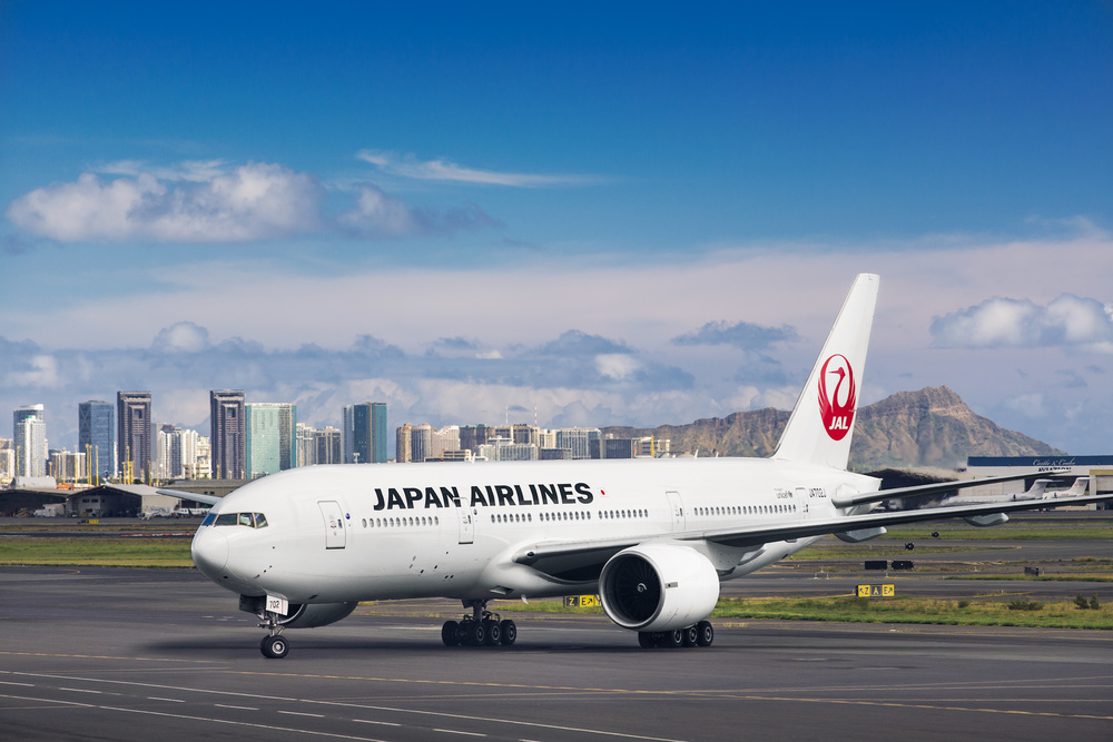 JAL B777 in Honolulu Airport, Hawaii. The photo was taken through the window of Honolulu airport.