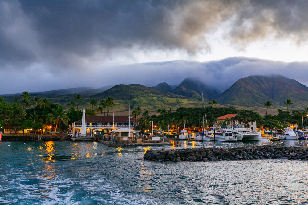 Departing from the harbor of Lahaina