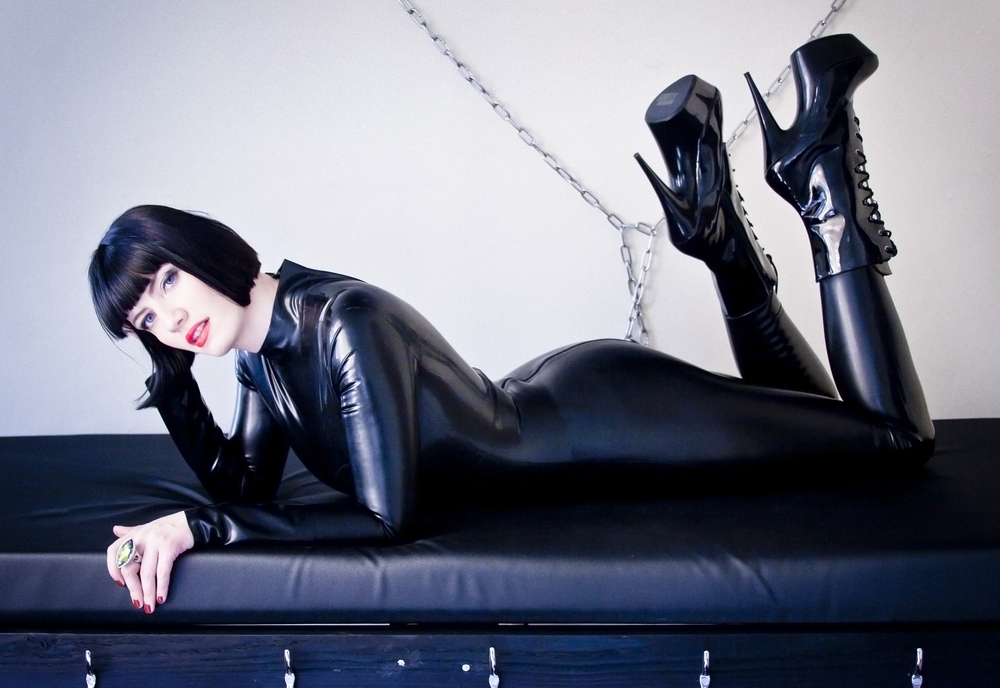 Susie Sixx - British Dominatrix