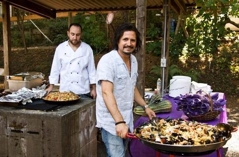 fabiano-with-paella_1.jpg