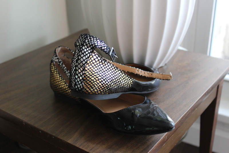 BCBG black patent leather flats metallic snakeskin detail