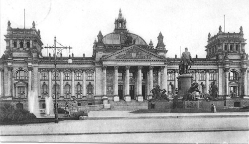 "You can see the phrase ""Dem Deutschen Volke"" on the front of the building, above the main entryway. This photo is from 1916, not long after the inscription was completed."