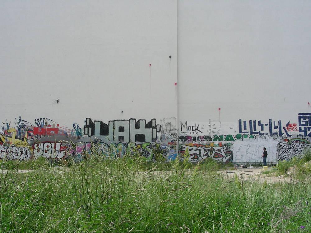 A lone graffiti artist preparing a new portrait.