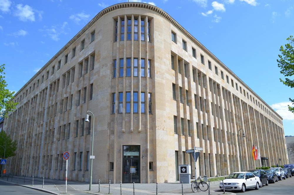 Beautifully restored 1930s-era building at the corner ofMöckernstraße and Hallestraße.