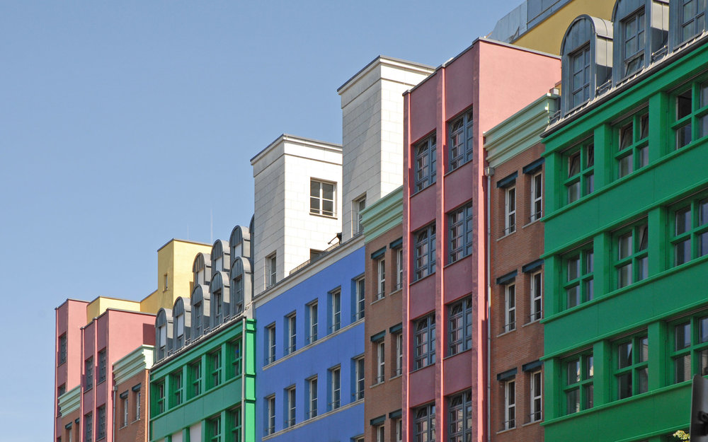 A selection of the different facades. They are very colorful and dynamic. Photo Credit:  Creative Commons .