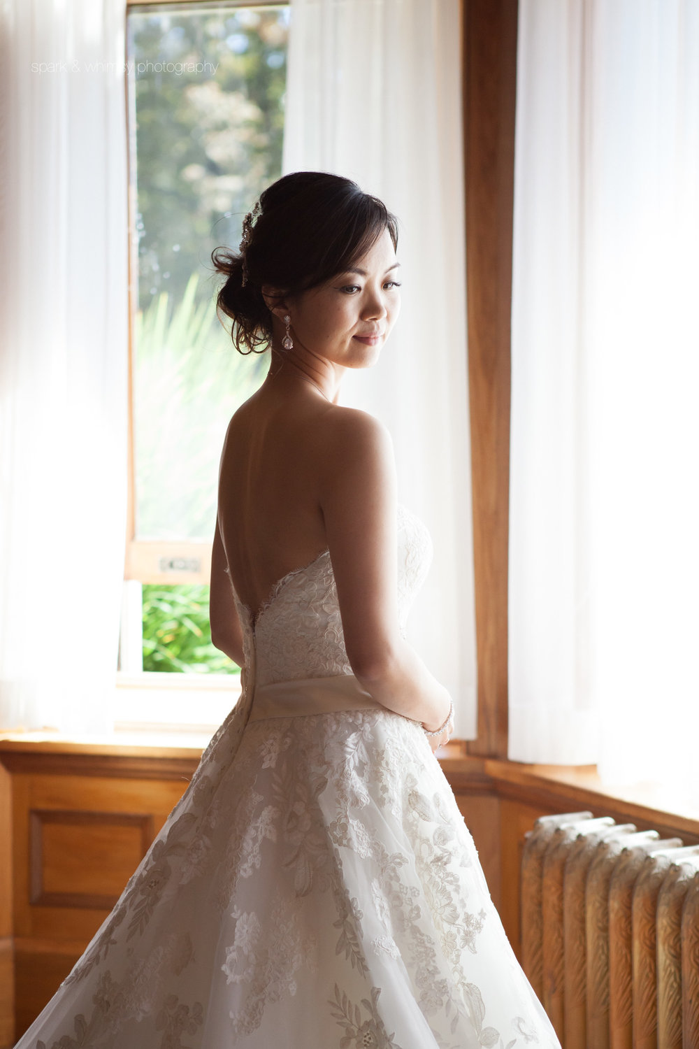 bridal portrait at royal roads university | victoria bc wedding photographer