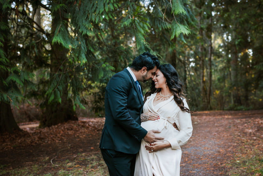 outdoor winter maternity portrait | victoria bc maternity photographer
