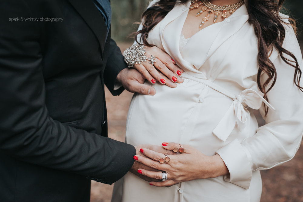 close up of hands on pregnant belly | victoria bc pregnancy photographer