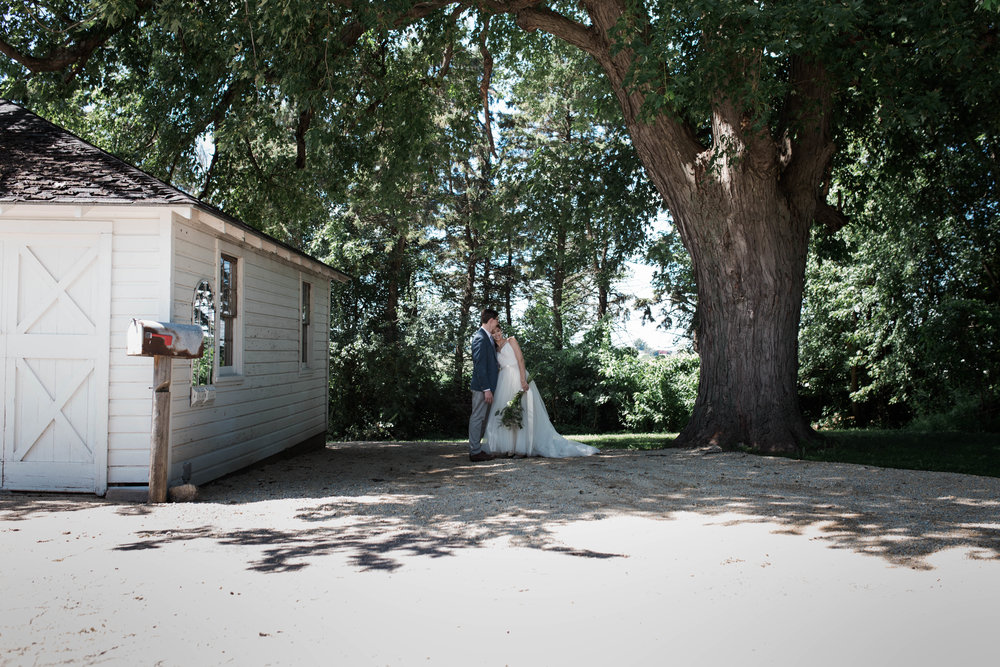 Lauren and Luke's Cheery Minnesota Barn Wedding in Late Summer // © NYLONSADDLE Photography