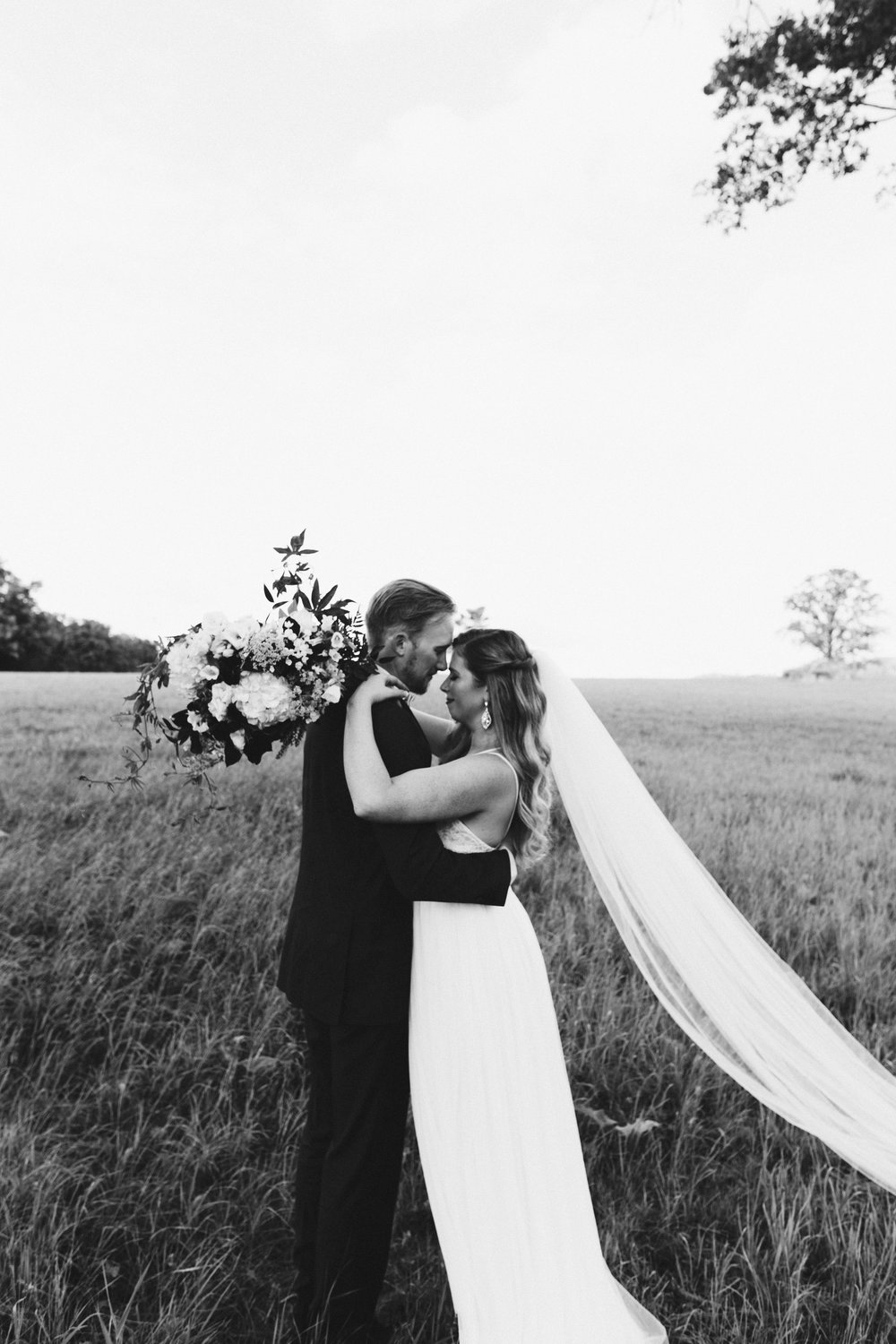 Keely & Nick's Enchanting Rural Wisconsin Wedding in August I Wisconsin Weddings I © NYLONSADDLE Photography