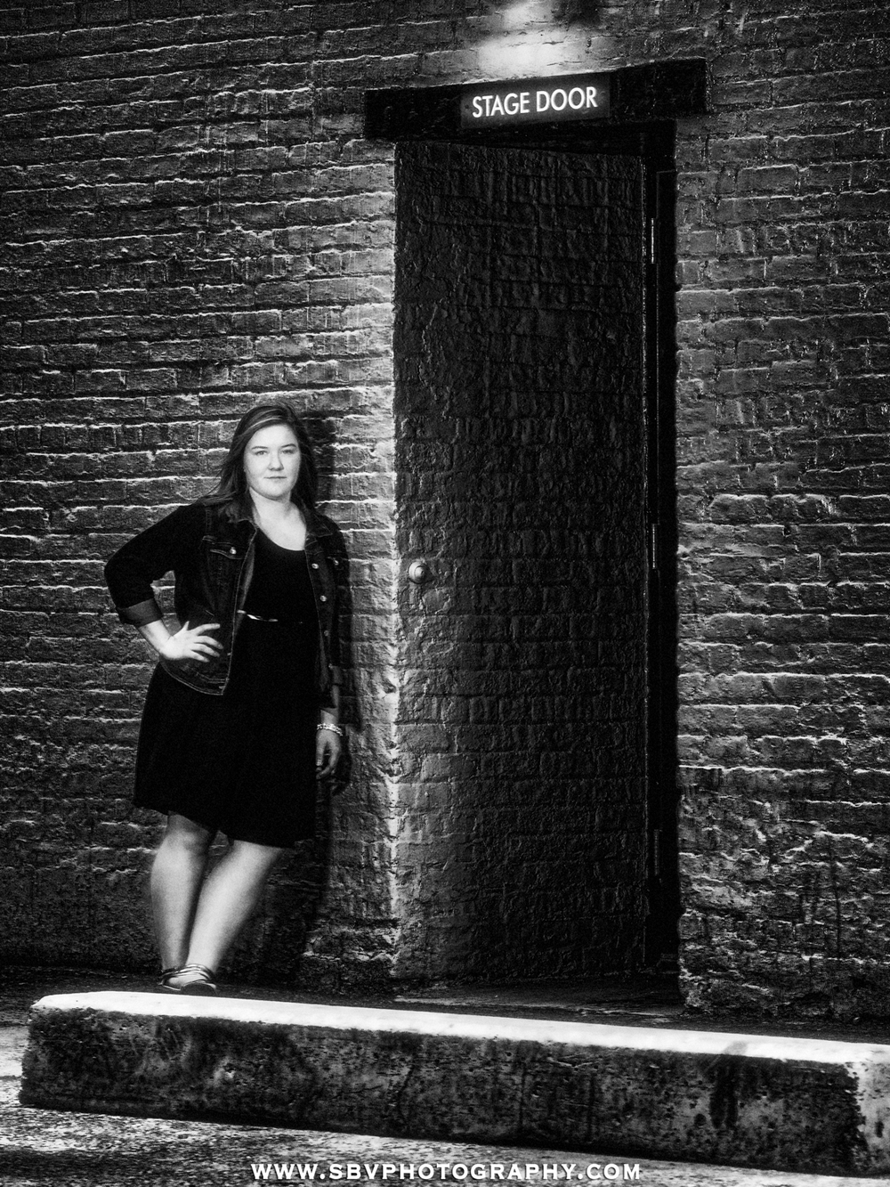Edgy senior picture outside the Chicago Theater stage door.