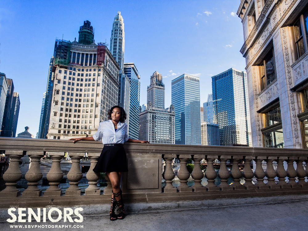 A high school senior picture shoot with Chicago skyscrapers as a backdrop.