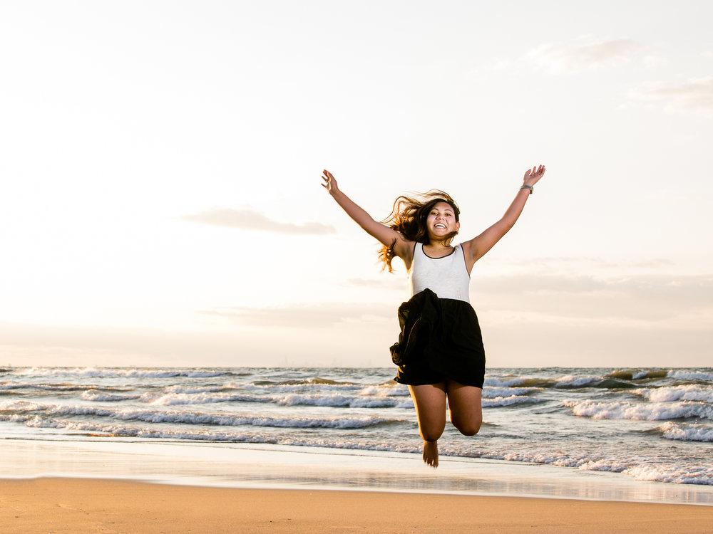 senior-picture-beach-jump