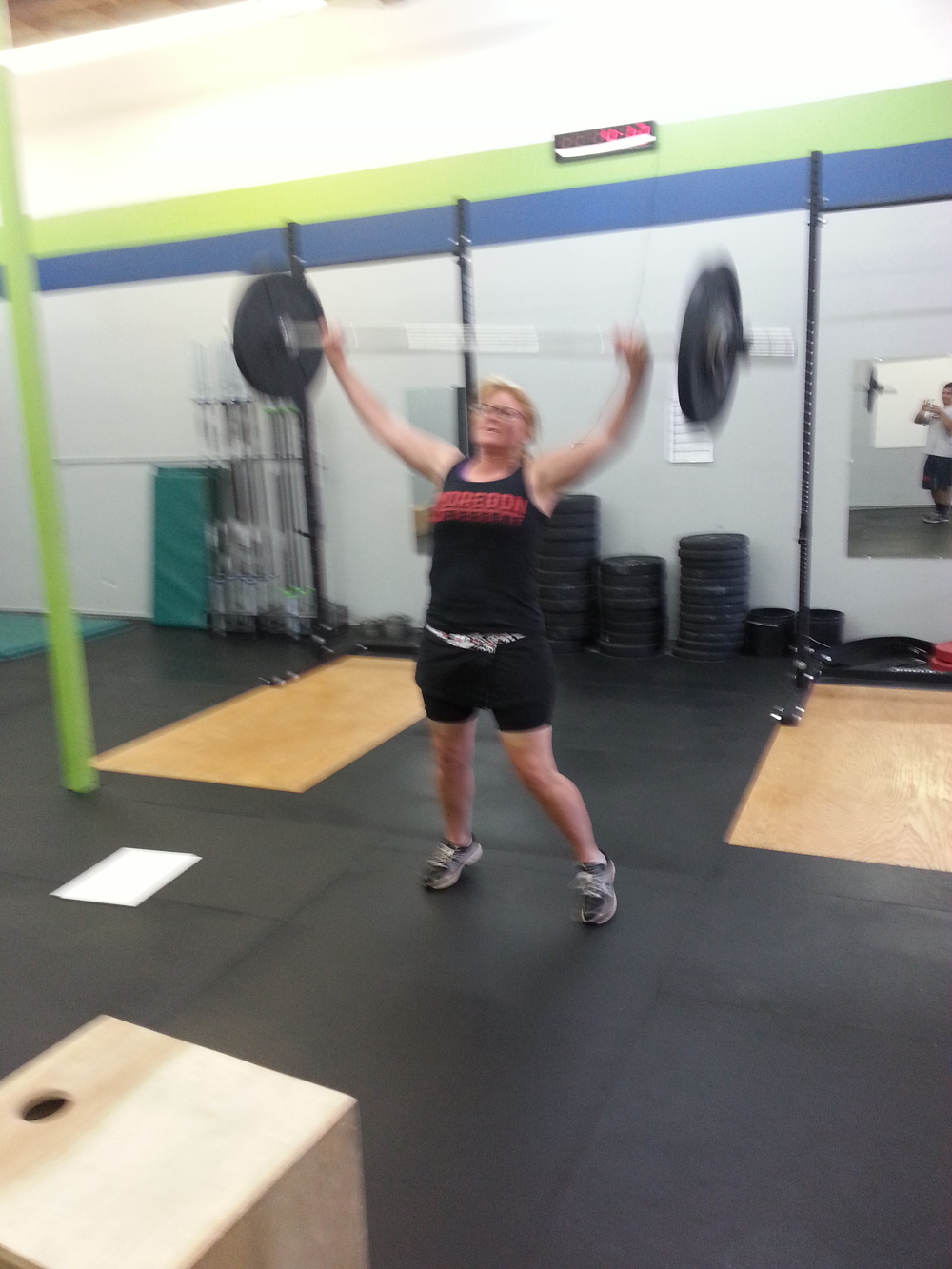 Jen throwing that weight overhead!
