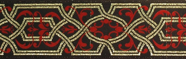 R157 1 1/2 Inch Gold and Red Filigree