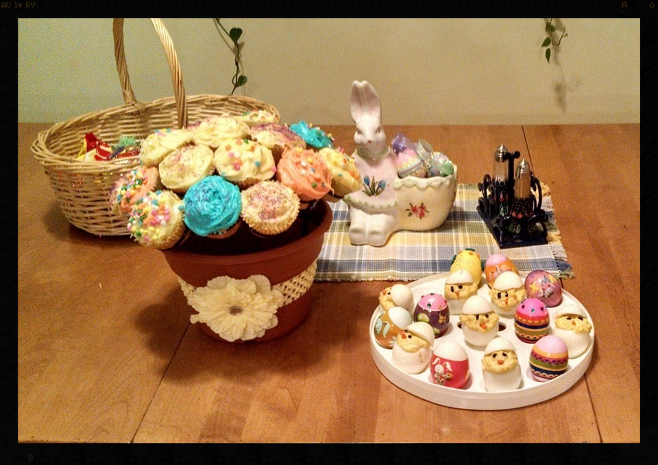 Kelli sure made an adorable assortment of goodies for Easter!  The Cupcake Rack  is colorful and looks delicious! Thanks to Kelli's mom, Pam, for sharing her photo with us! And thank you Kelli for a lovely Easter display!