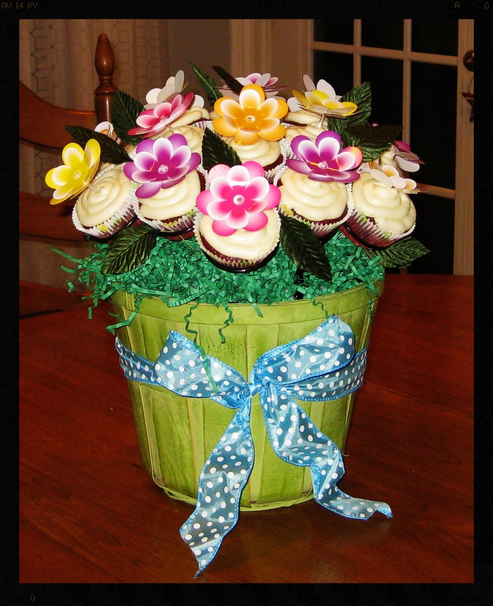 Kathy G. LOVES her new Cupcake Rack and we LOVE Kathy's Cupcake Bouquet!!!