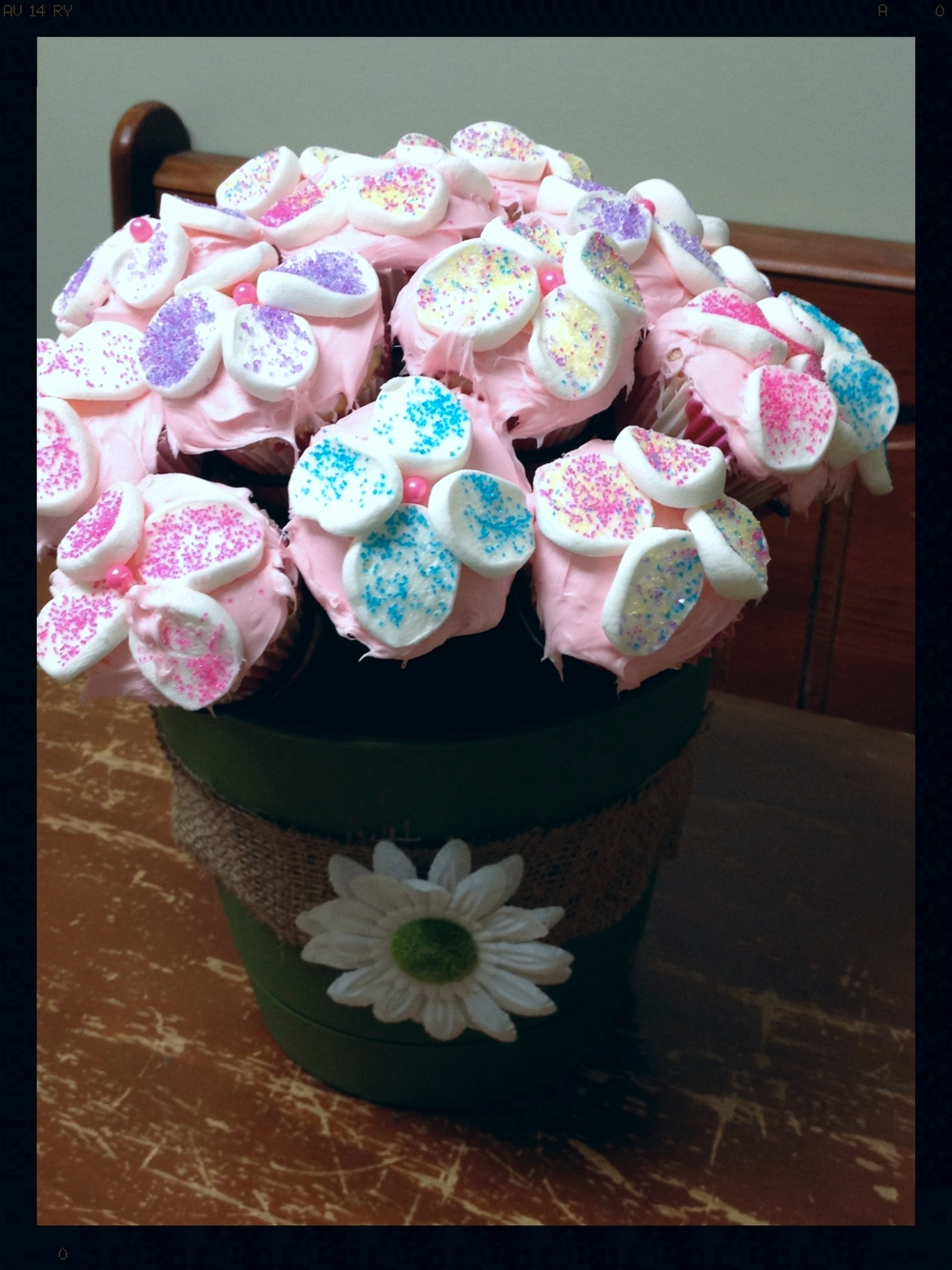 Michelle S. shared this adorable cupcake bouquet she made for her boss! I believe she is the popular one in the office!!! Looks yummy Michelle. Thank you!