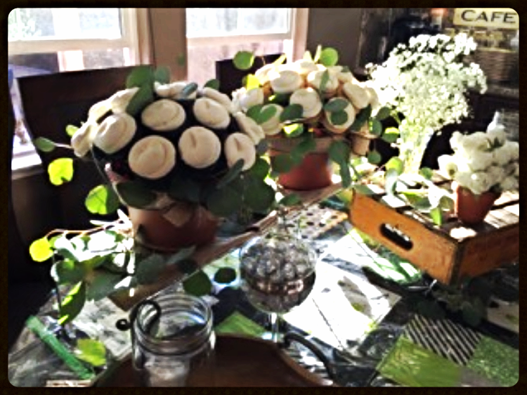 Maureen's cupcake bouquets are gorgeous! Thank you so much for sharing your photos with us!
