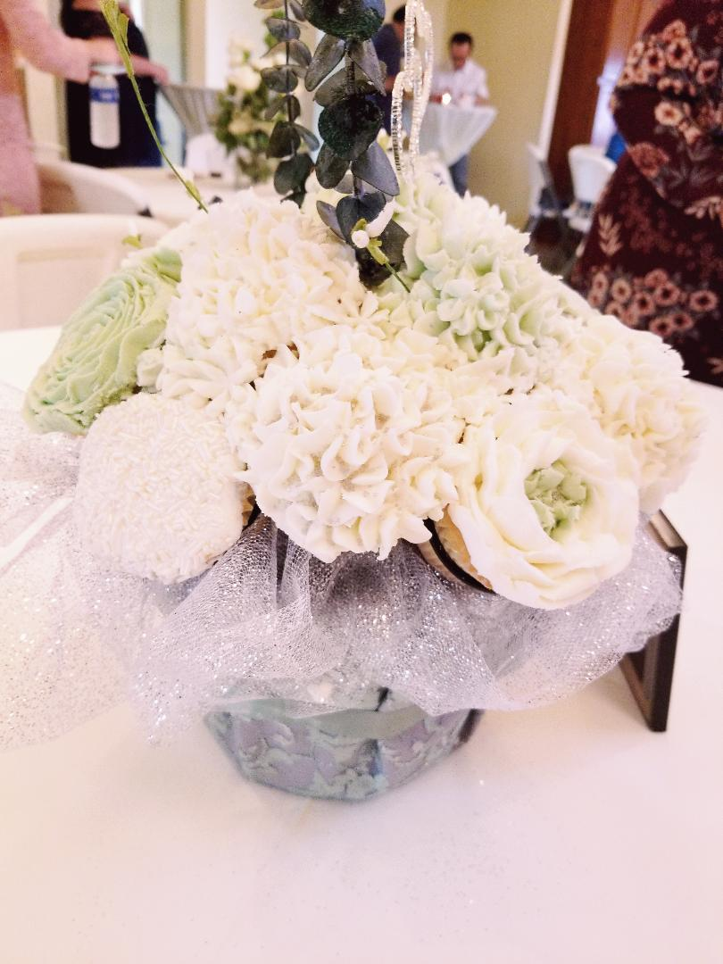 Eva made this beautiful bouquet for a wedding last year! We can't wait to see her newest creations with an upcoming wedding! Thank you for sharing Eva!
