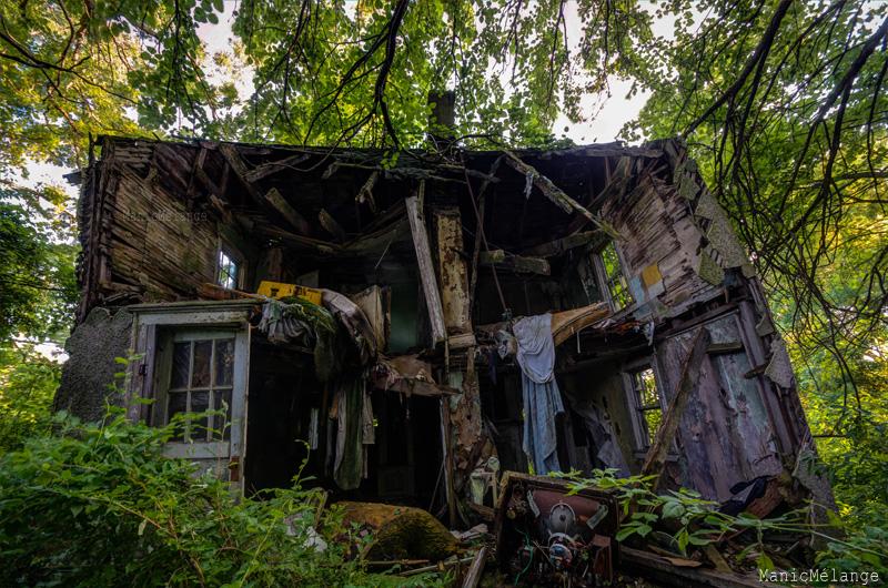 brokenhouse_web.jpg