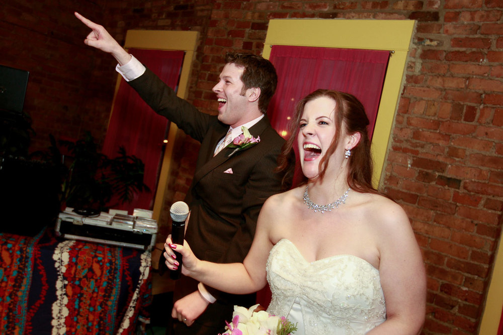 Bride & groom thank their guests during at the Catalyst Ranch Chicago.
