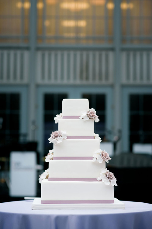 Detail photo of the wedding cake at the Winter Garden in the Harold Washington Library.