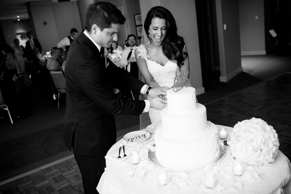 Bride & groom cut the cake during their Thompson Chicago wedding.