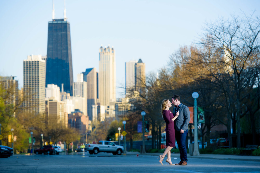 Creative Chicago engagement portrait outside the Lincoln Park Zoo.