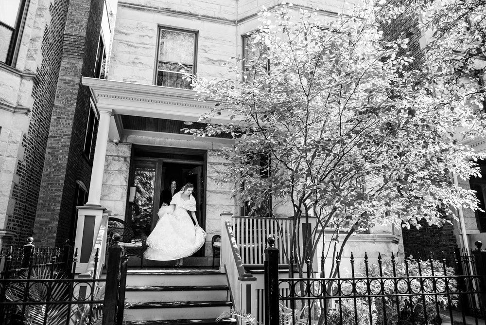 Bride leaves for the first look during a Newberry Library Chicago wedding.