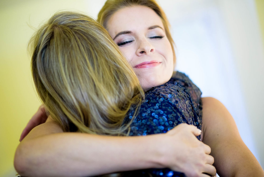 Bride and mom embrace during a Glessner House Chicago wedding.