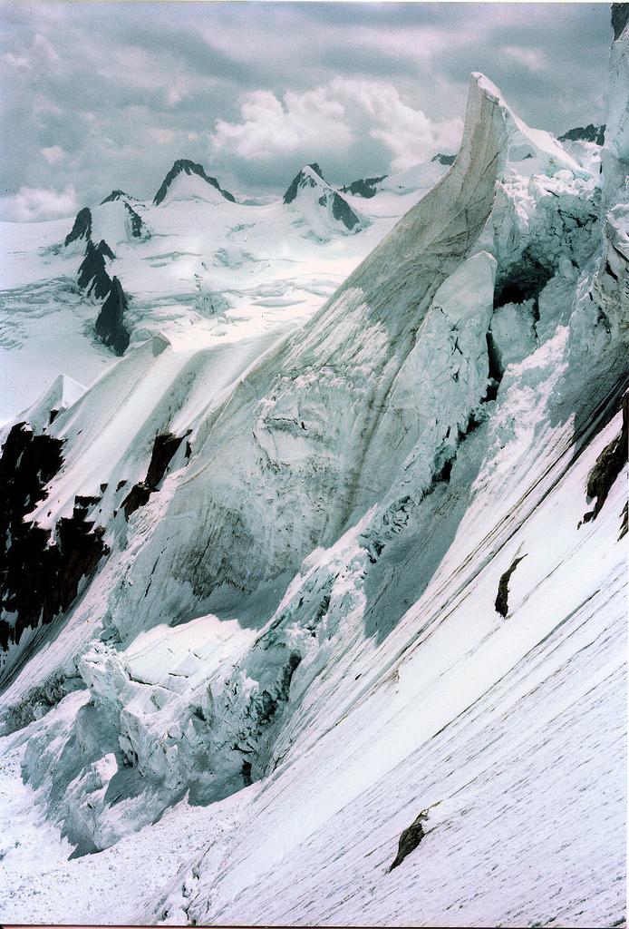 refluent :     Midi Plan Ridge Descent (by  Kev Bailey )