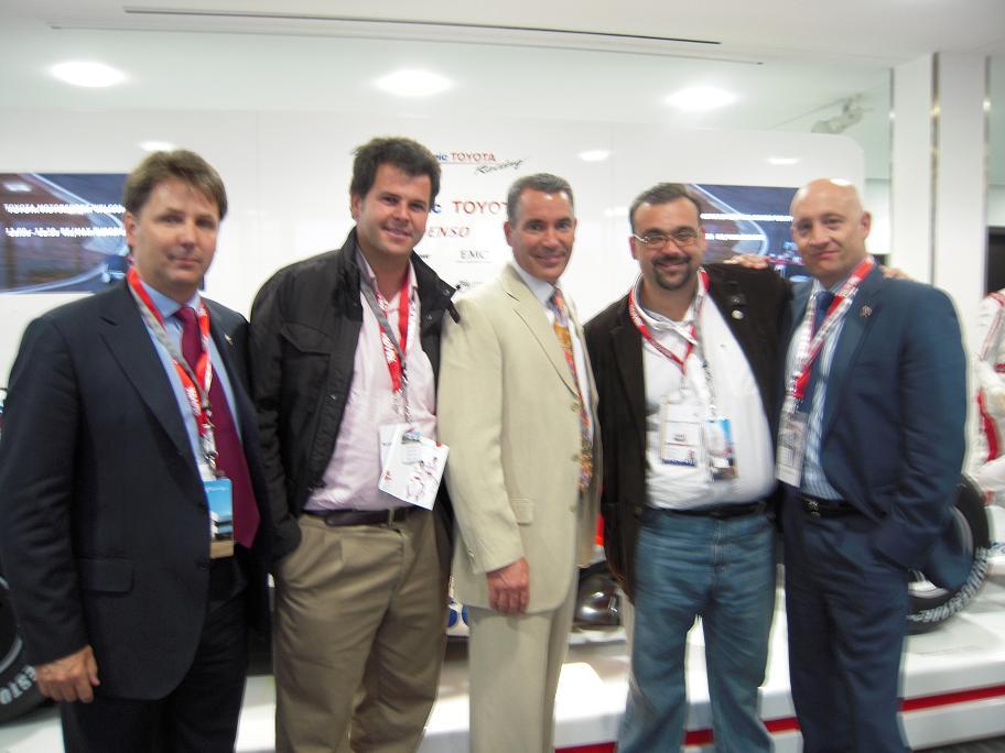 12 Chuck Lemire y el equipo español.JPG