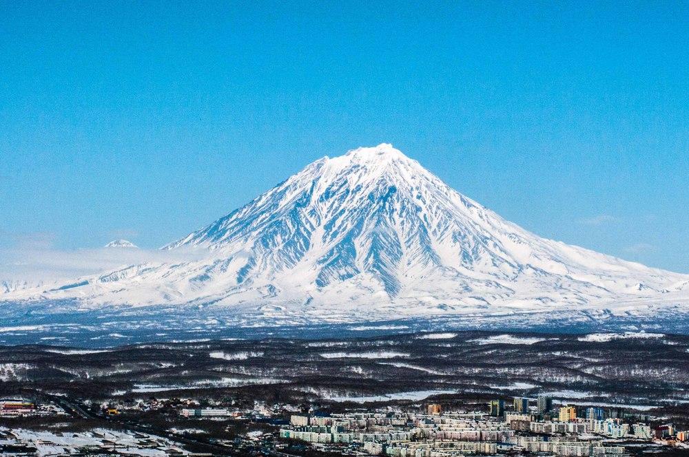 La ville de Petropavlovsk-Kamtchatski et le majestueux volcan Koriakski - Avril 2011 (pendant mon voyage de reconnaissance)