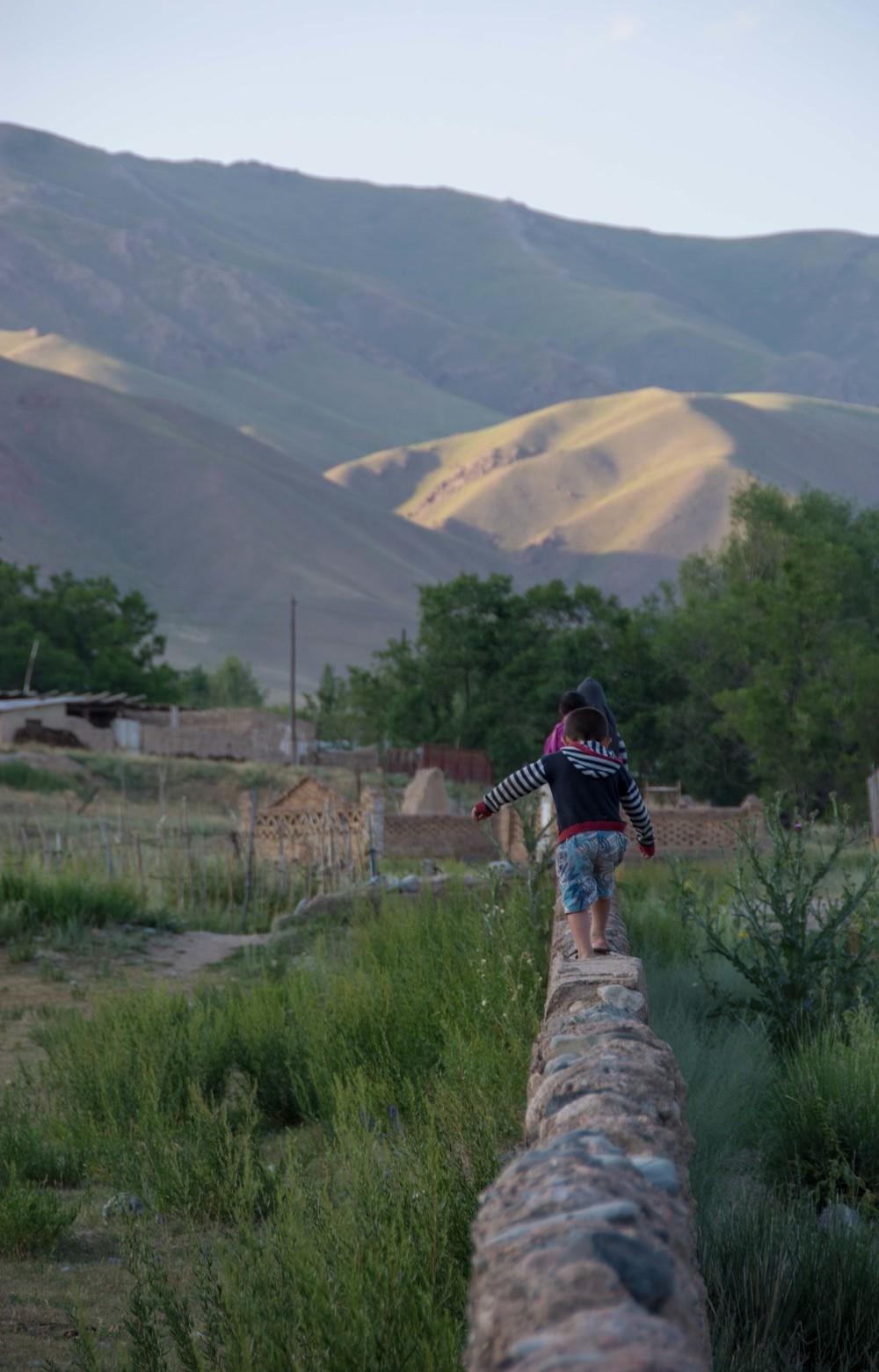 Tout nouvel équilibre nécessite d'être travaillé pour se stabiliser (Kirghizistan - Juillet 2014)