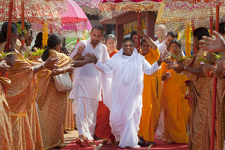 Amma en Inde ©Embracing The World