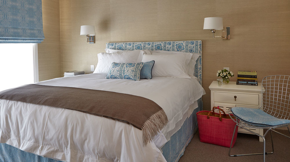 master-bedroom-sky-blue-patterned-bedhead-grasscloth-wallpaper-diane-bergeron.jpg