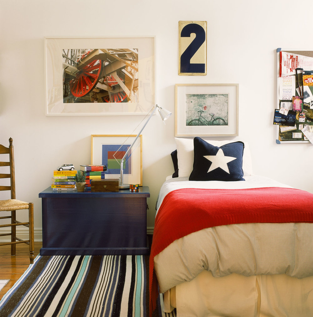 boys-bedroom-navy-bedside-chest-red-throw-star-cushion-blue-brown-stripe-rug-diane-bergeron.jpg