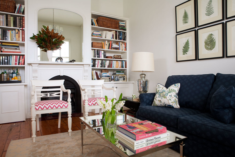 navy-print-traditional-sofa-vintage-coffee-table-white-lacquer-occassional-chairs-white-walls-bookshelves-coffee-table-books-diane-bergeron.jpg