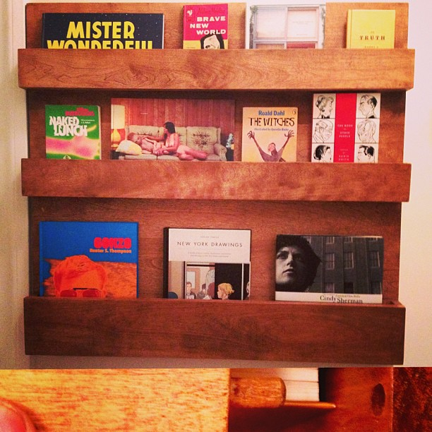 BOOK/MAGAZINE RACK