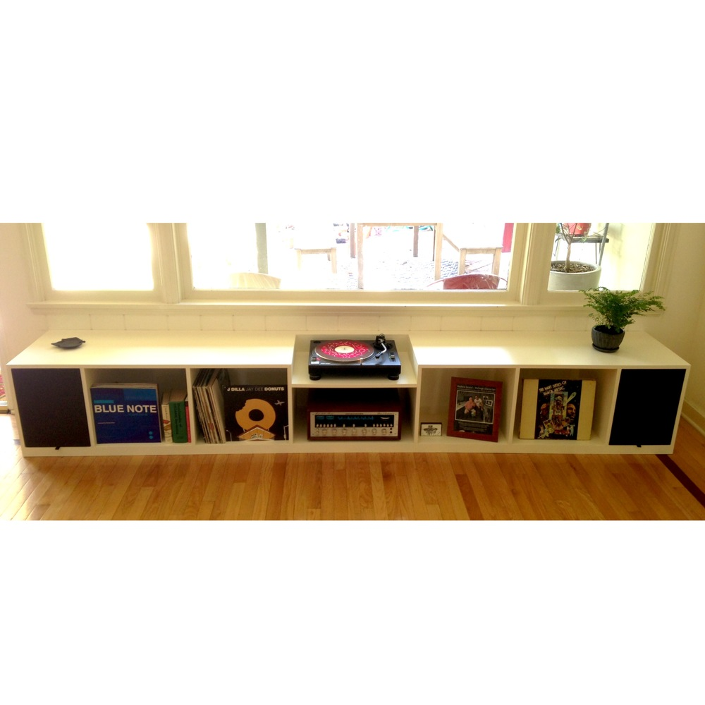 BUILT-IN BENCH CONSOLE