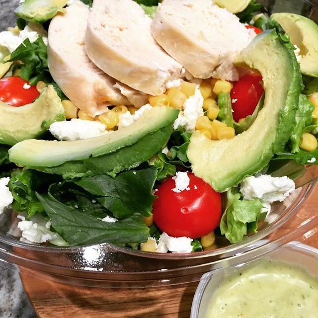 Today in Cambridge...Roasted Chicken Salad with avocado, corn, cherry tomato, queso fresco, and a House-made avocado dressing 🥗🍗🥑🌽🍅 #hautecoffee #cambridgema #eastcambridge #freshlunch