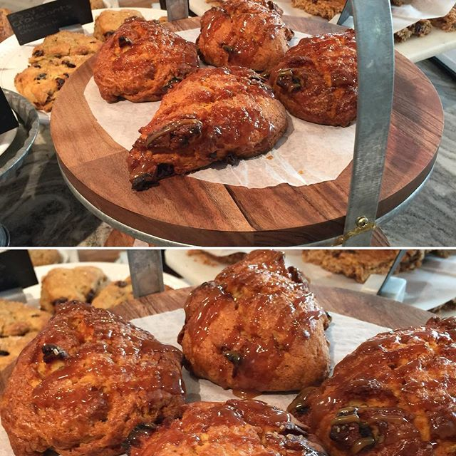 Caramel Apple Scones 🍏🍎straight from the oven at the Cambridge shop 😋 #hautecoffee #cambridgema #eastcambridge #caramelapplescones #goodmorning #coffeeshops